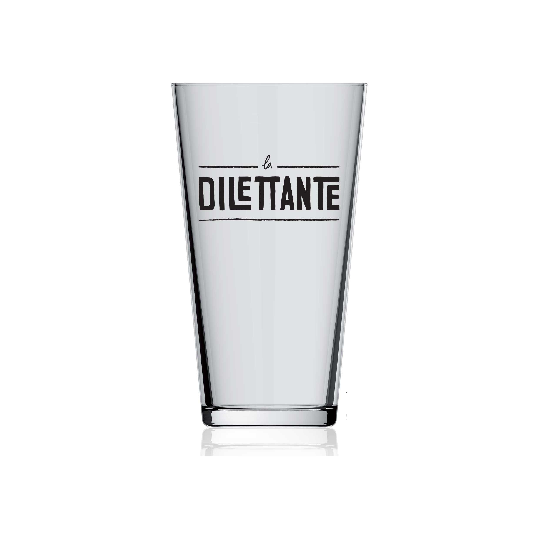 Rien de tel qu'un bon verre pour déguster une bouteille de bière de la brasserie artisanale La Dilettante, dans le morbihan